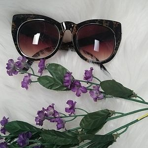 Accessories - NWOT Cat Eye Tortoise Shell Sunglasses